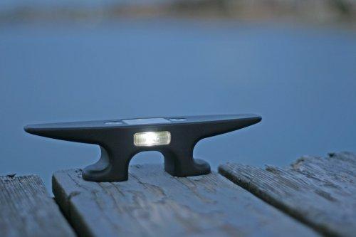 "8"" Solar Cleat Light"