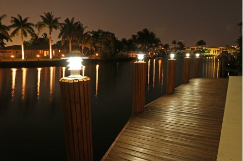 Solar Pagoda Piling Light - 3 Color LED Switchable